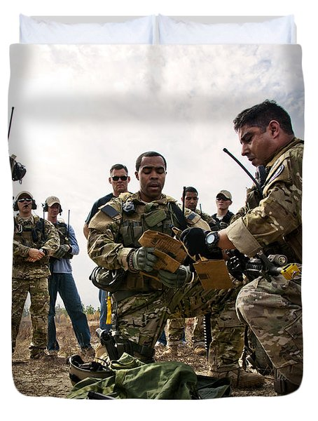 Airmen Explain Their Evidence Gathering Duvet Cover by Stocktrek Images