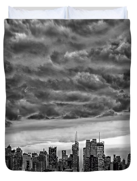 Angry Skies Over Nyc Duvet Cover by Susan Candelario