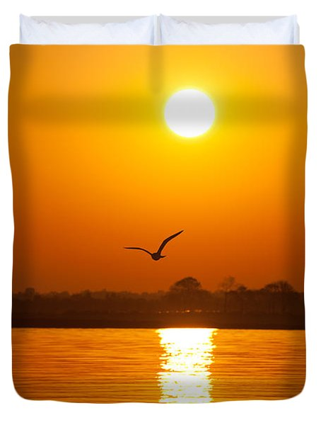 As The Seagull Heads Home Duvet Cover by Karol Livote
