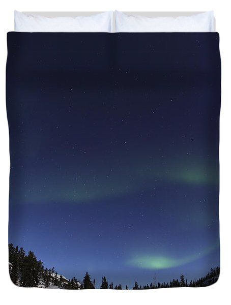 Aurora Over Vee Lake, Yellowknife Duvet Cover by Yuichi Takasaka