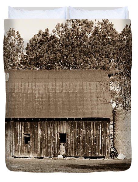 Barn and Silo 1 Duvet Cover by Douglas Barnett