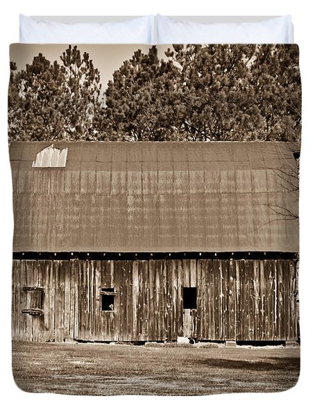 Barn And Silo 2 Duvet Cover by Douglas Barnett