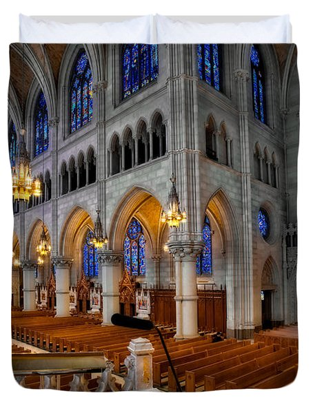 Basilica Of The Sacred Heart Duvet Cover by Susan Candelario
