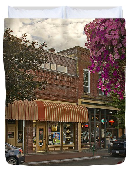 Blind Georges And Laughing Clam On G Street In Grants Pass Duvet Cover by Mick Anderson