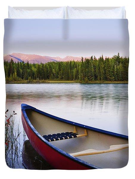 Canoe And Boya Lake At Sunset, Boya Duvet Cover by Yves Marcoux