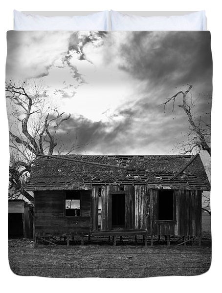 Dilapidated Old Farm House . 7d10341 . Black And White Duvet Cover by Wingsdomain Art and Photography
