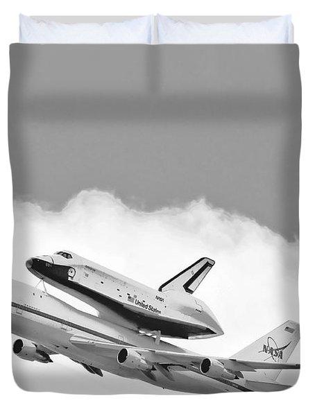 Enterprise Shuttle Over Ny Duvet Cover by Regina Geoghan