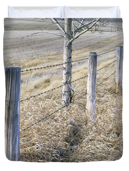 Fenceline And Cropland In Late Fall Duvet Cover by Darwin Wiggett