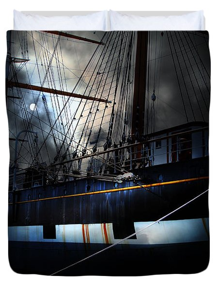 Ghost Ship of The San Francisco Bay . 7D14153 Duvet Cover by Wingsdomain Art and Photography