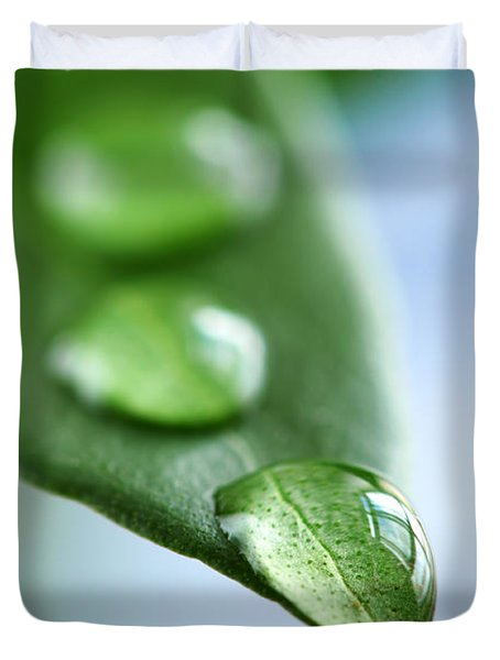 Green Leaf With Water Drops Duvet Cover by Elena Elisseeva