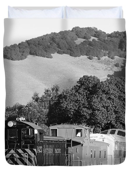 Historic Niles Trains In California . Southern Pacific Locomotive And Sante Fe Caboose.7d10819.bw Duvet Cover by Wingsdomain Art and Photography