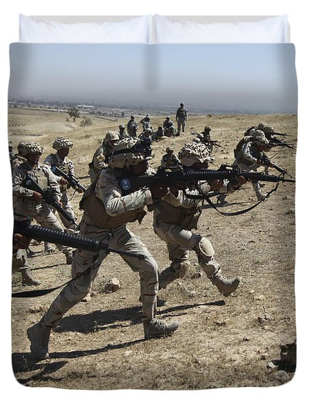 Iraqi Army Soldiers Move To Positions Duvet Cover by Stocktrek Images
