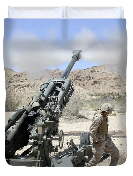 Marines Shoot 100-pound Rounds Duvet Cover by Stocktrek Images