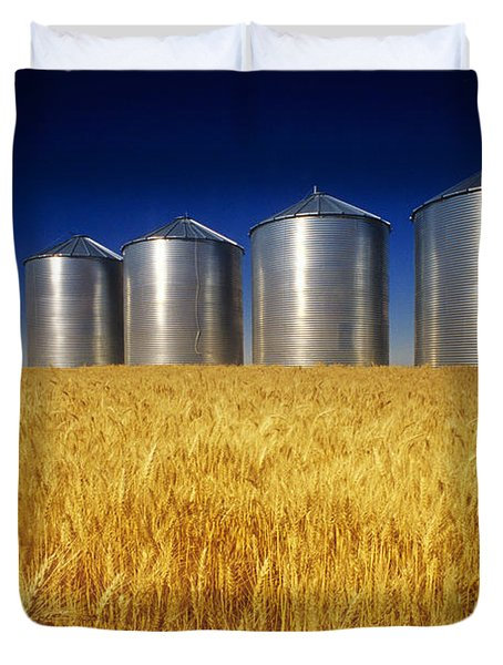 Mature Winter Wheat Field With Grain Duvet Cover by Dave Reede