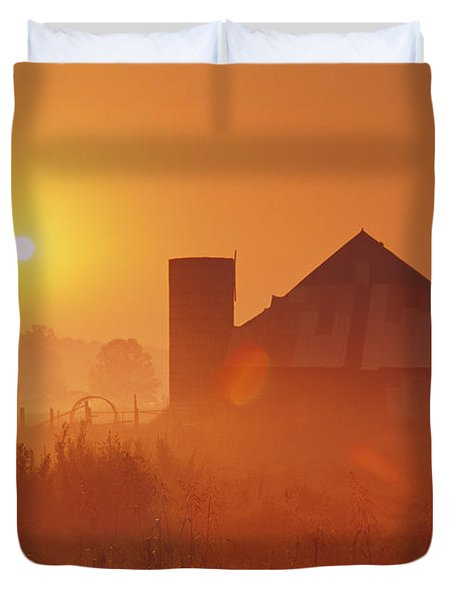 Midwestern Rural Sunrise - Fs000405 Duvet Cover by Daniel Dempster