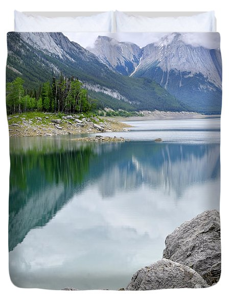 Mountain lake in Jasper National Park Duvet Cover by Elena Elisseeva