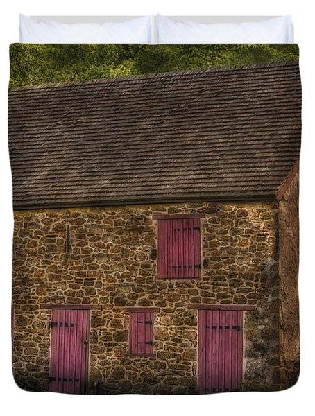Mule Barn  Duvet Cover by Susan Candelario
