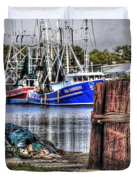 Nets And The Sea Goddess Duvet Cover by Michael Thomas