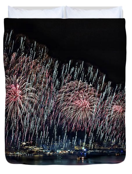 New York City Celebrates The 4th Duvet Cover by Susan Candelario