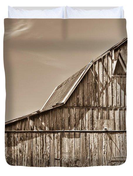 Old Barn In Sepia Duvet Cover by Douglas Barnett