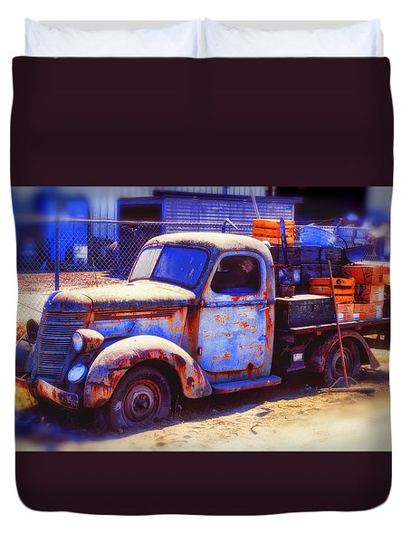 Old junk truck Duvet Cover by Garry Gay