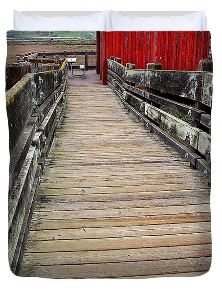 Old Red Shack At The End of The Walkway Duvet Cover by Wingsdomain Art and Photography