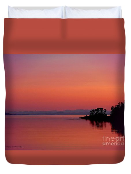 Pink Morn At Rock Point Duvet Cover by Gail Bridger