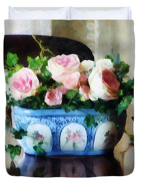 Pink Roses And Ivy Duvet Cover by Susan Savad