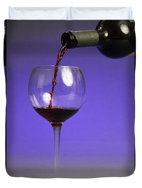 Pouring Wine Duvet Cover by Photo Researchers, Inc.