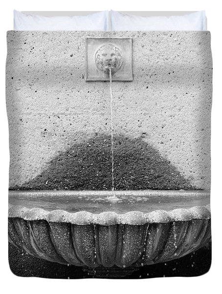 San Francisco Crocker Galleria Roof Garden Fountain - 5d17894 - Black And White Duvet Cover by Wingsdomain Art and Photography