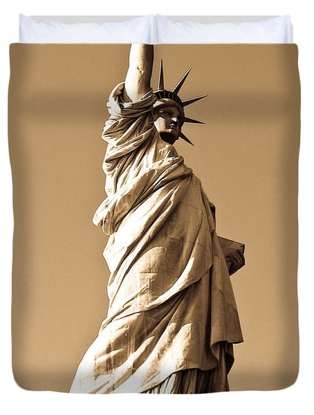 Statue Of Liberty Duvet Cover by Syed Aqueel