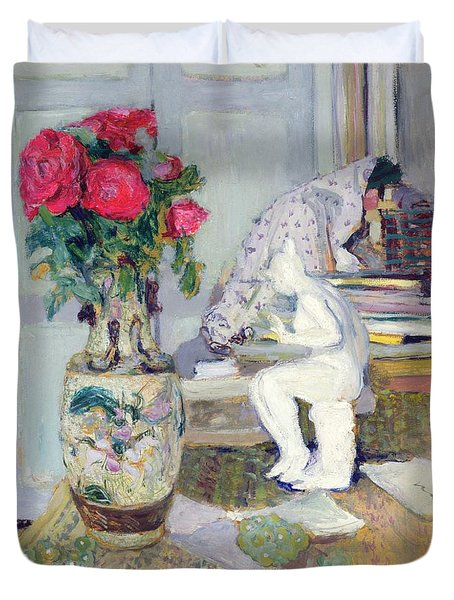 Statuette By Maillol And Red Roses Duvet Cover by Edouard Vuillard