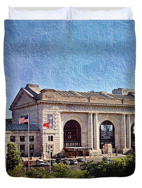 Sun Rising On Union Station In Kansas City TV Duvet Cover by Andee Design