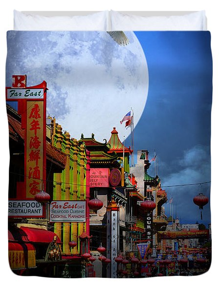 The Great White Egret of Chinatown . 7D7172 Duvet Cover by Wingsdomain Art and Photography
