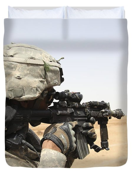 U.s. Army Soldier Scans The Horizon Duvet Cover by Stocktrek Images