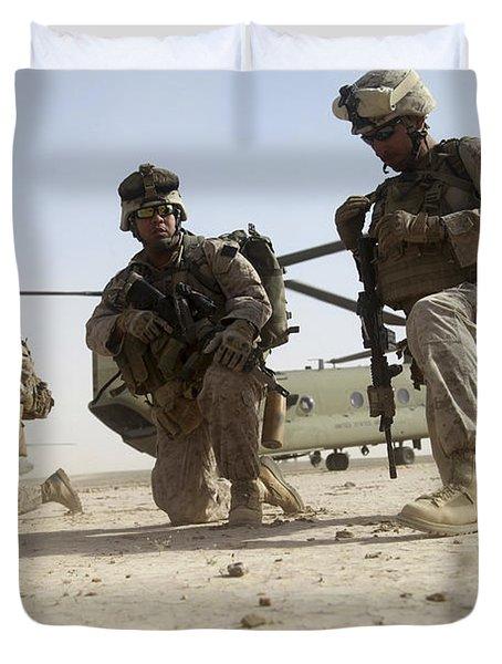U.s. Marines Unloading Duvet Cover by Stocktrek Images