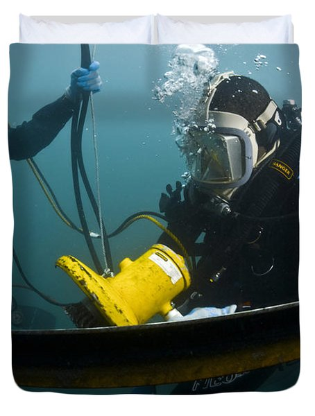 U.s. Navy Diver Instructs A Barbados Duvet Cover by Stocktrek Images