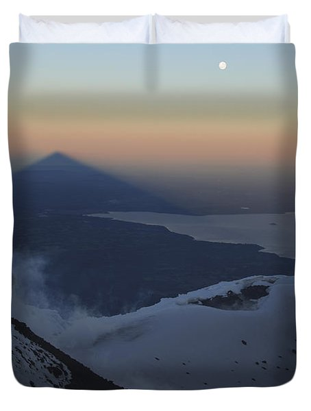 Villarrica, Summit View With Shadow Duvet Cover by Martin Rietze