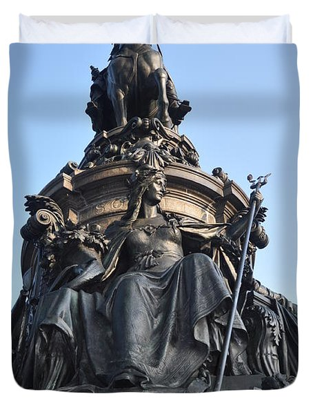 Washington Monument Philadelphia - Front View Duvet Cover by Bill Cannon