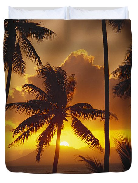 View Of Tahiti Duvet Cover by Joe Carini - Printscapes