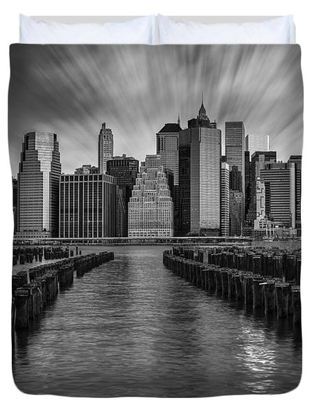 A New York City Day Begins Bw Duvet Cover by Susan Candelario