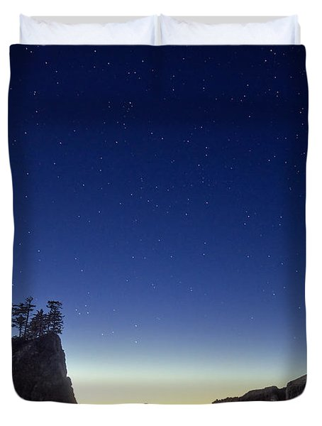 A night for stargazing Duvet Cover by William Lee