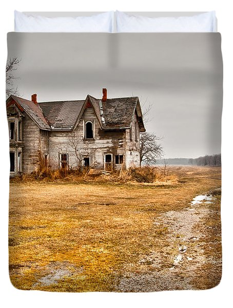 Abandoned Farm House Duvet Cover by Cale Best