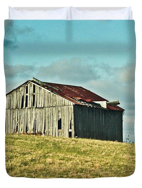 Barn In Ill Repir Duvet Cover by Douglas Barnett