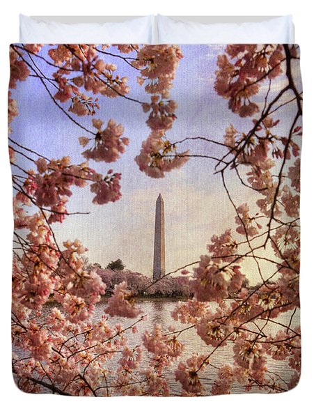 Cherry Blossoms and the Washington Monument Duvet Cover by Lois Bryan