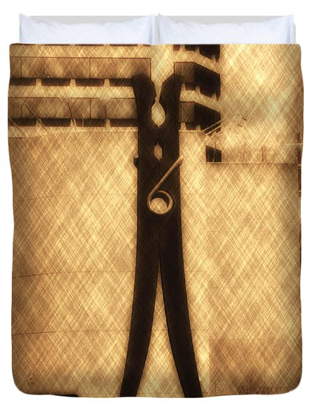 Clothes Pin Statue - Philadelphia Duvet Cover by Bill Cannon