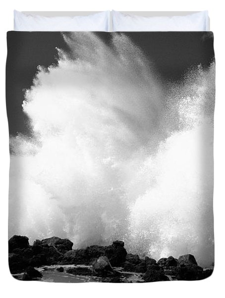 Crashing Wave - Bw Duvet Cover by Dana Edmunds - Printscapes