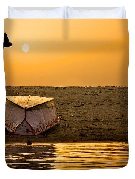 Dawn On The Ganga Duvet Cover by Valerie Rosen