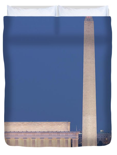 Dc Landmarks At Twilight Duvet Cover by Clarence Holmes
