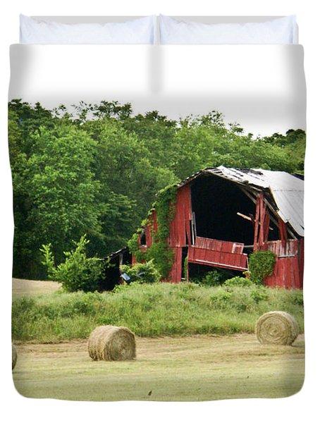 Dilapidated Old Red Barn Duvet Cover by Douglas Barnett